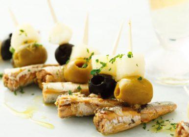 クーガ芋のピクルスとオイルサーディンのピンチョス